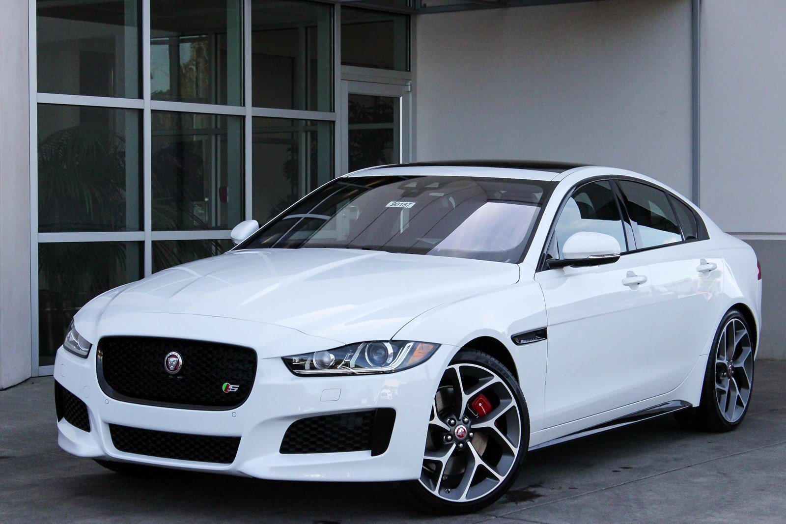 new 2018 jaguar xe s 4dr car in bellevue 90187 jaguar bellevue. Black Bedroom Furniture Sets. Home Design Ideas